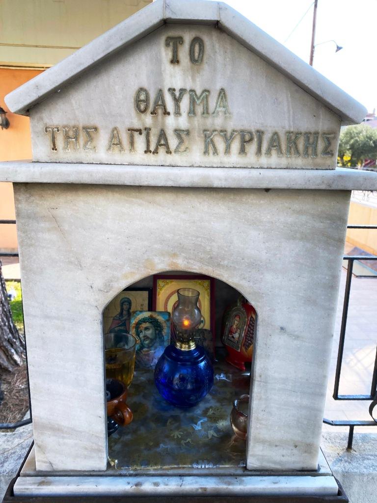 Mini-capilla-Grecia-en-la-Calle